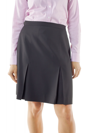 These gray winter skirts flaunt six panel pleats. With flat fronts, these wool skirts put to view concealed zipper on the front left. They can be customized with wrinkle proof and washable wool.