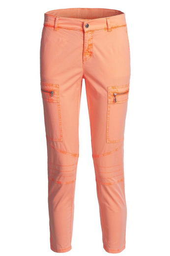 Custom made golf pants for women. Made in a low rise, slim fit style with tapered legs and belt loops. Finished with zippered tee pocket at the thighs and double track stitching for the casual and comfortable look. Choose from a wide range of fabrics from cotton chinos to linens and denims for a truly custom made, personalized garment.