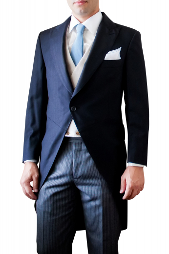 This men's jacket is tailor made to a slim fit, featuring a single breasted closure and peak lapels, perfect for all formal occasions.