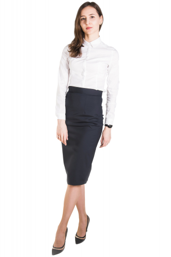 This professional women's button down is perfect for formal looks, tailor made with a sleek collar and rounded barrel cuffs.