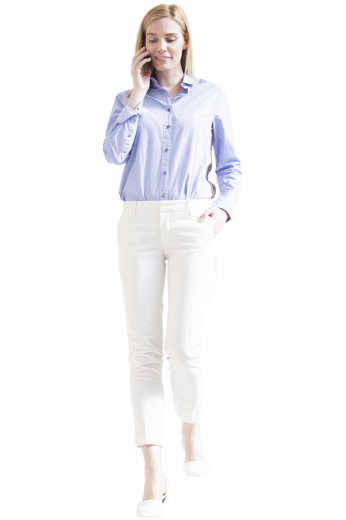 This women's button down shirt features an ainsley style collar and contrast buttons, custom made to the perfect fit.