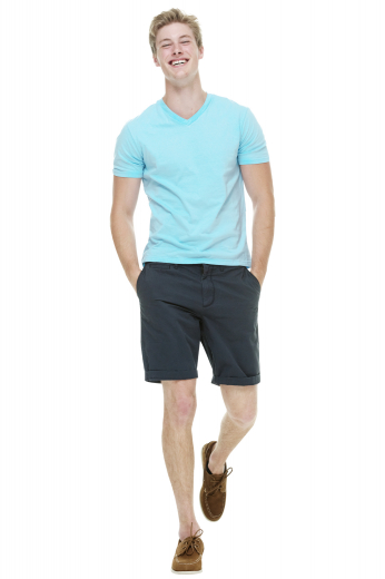 These black shorts are tailor made in a fine wool blend and cut to a slim fit, featuring slash pockets and extended belt loops. It is a great for casual outings.