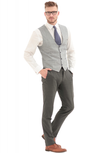 This men's slim cut vest is tailor made with a single breasted closure in a wool blend, featuring piped lower pockets and a four button closure.